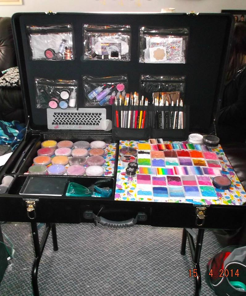 face painting, face painting table