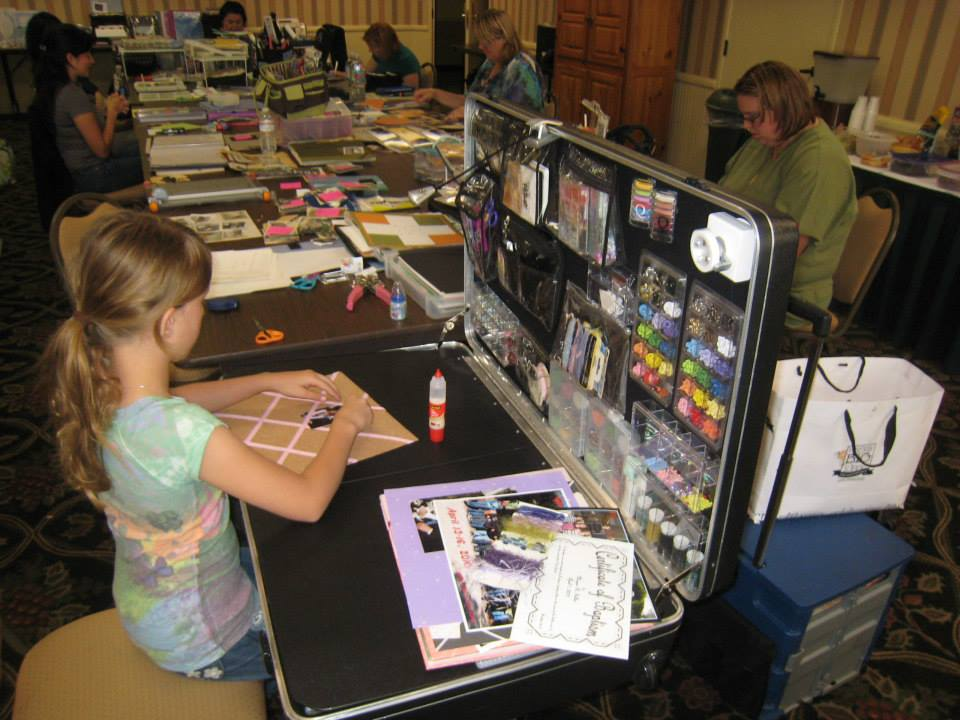 Scrapbook Retreat, Craft-n-Go Workstation Pro
